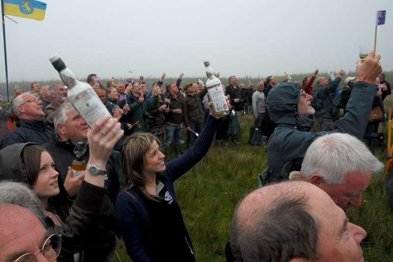 b-fol-toasting-the-cairdeas