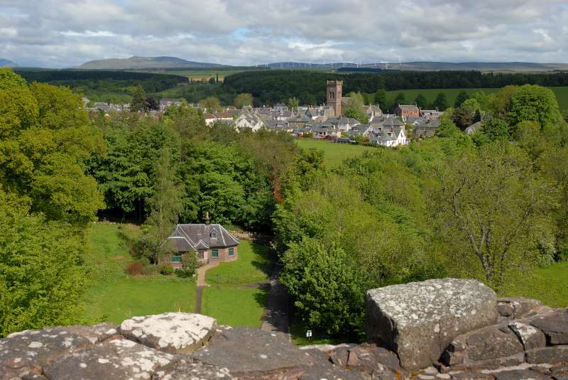4-view-from-the-castle-to-doune-village